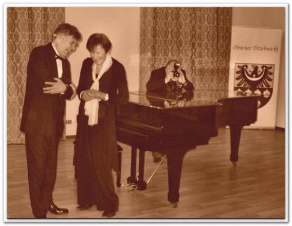 Artysta razem z Przewodniczącą Stowarzyszenia Lisztowskiego z Danii